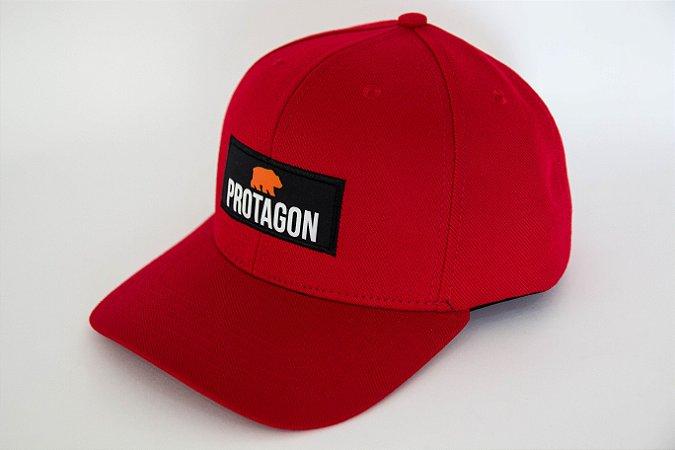 Vermelho Aba Curva - Protagon