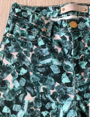 Calça jeans estampada animale