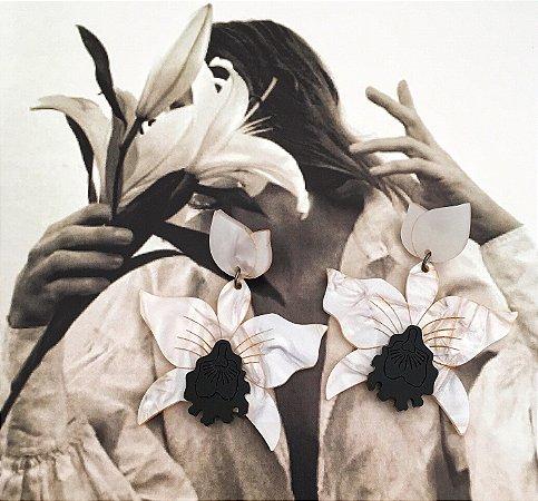 Brinco Orquídea Pérola e Preto