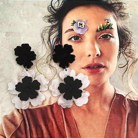 Brinco Flower Pérola com Preto
