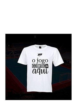 Camiseta Tradicional MDF O Jogo começa aqui - Branco / Marinho / Cinza