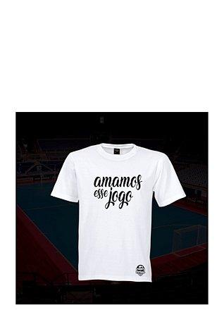 Camiseta Tradicional MDF Amamos esse jogo  - Branco / Marinho / Cinza