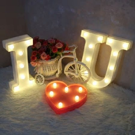 Kit romântico Luminária I Love You + 300 pétalas + 2 balões metálicos