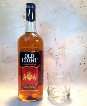 Whisky Old Eight C/ Copo 1 Litro