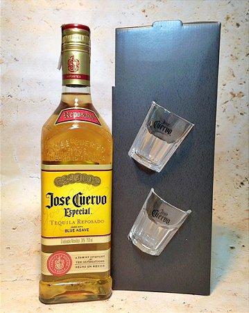 Kit Tequila José Cuervo Ouro 750ML com 2 copos de shot