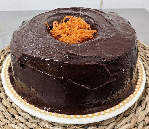 Bolo Vegano de Cenoura com Ganache de Chocolate Meio Amargo (Sob Encomenda)