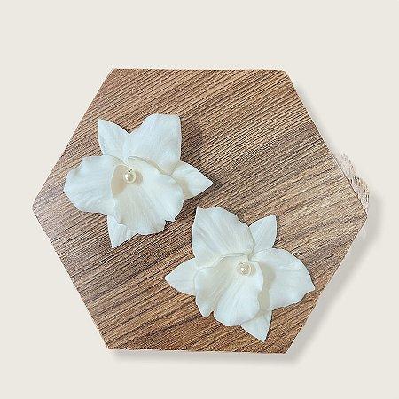Duo de presilhas de orquídeas pequenas em porcelana