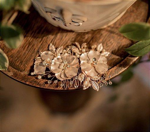 Grinalda rose gold com 3 flores peroladas