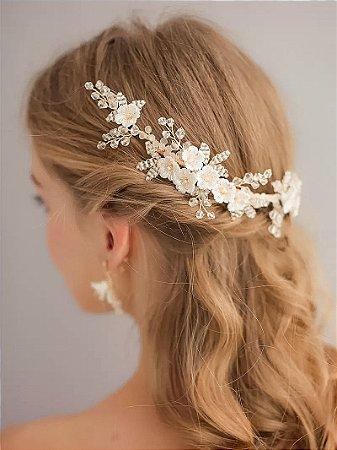 Grinalda dourada e branca com flores em cerâmica