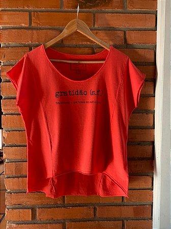 T-shirt Gratidão feminina vermelha