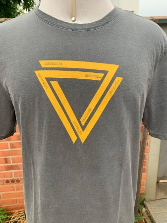 T-shirt SEROTONINA triângulo