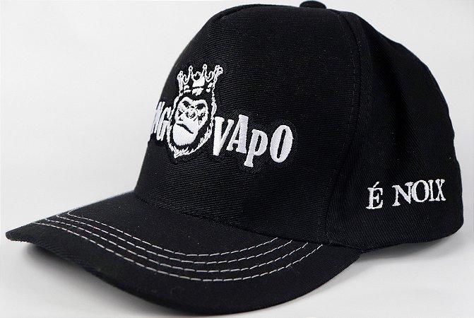 Boné KingVapo preto todo bordado,aba grossa, com brim de alta qualidade e botão de ferro.
