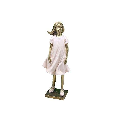Escultura Menina em resina