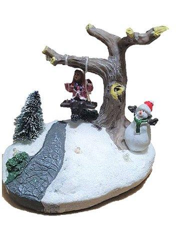 CIDADE NATALINA - Crianca no balanco e boneco de neve e luz de led