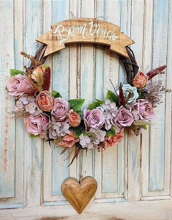 Guirlanda com flores mistas, coracao pendente e Placa Bem-Vindo
