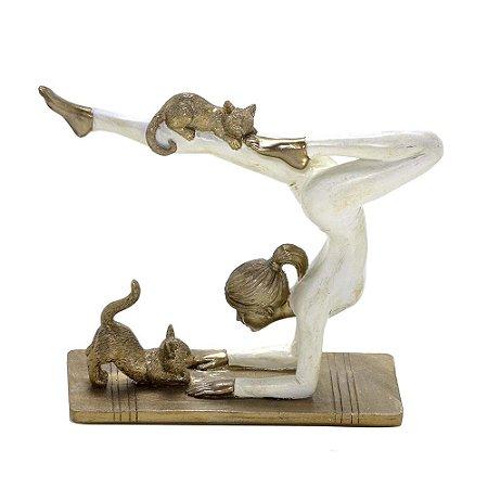Mulher Decorativa Yoga em resina com gatos