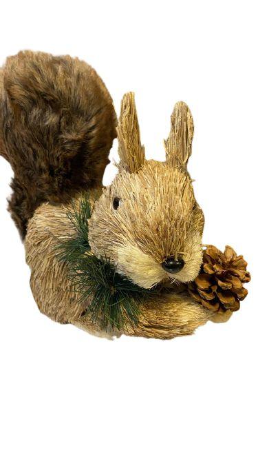 Esquilo de palha com pelucia