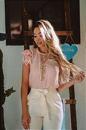 f09f5ed6a2 Blusa Rosa Manga Curta de Crepe com Renda Roupas Femininas - FLOR DE ...