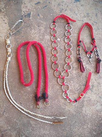 Kit Chicote Couro Cru + Rédea Lã + Peitoral Argolado + Cabeçada Luxo Vermelha