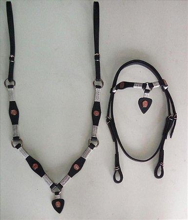 Conjunto peitoral e cabeçada de coração preto