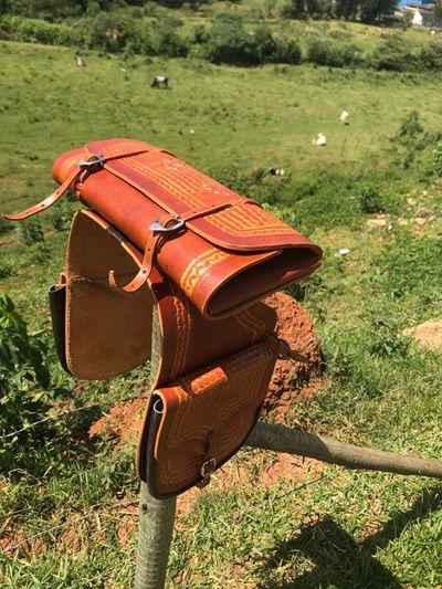 Alforge com porta capa em couro de búfalo