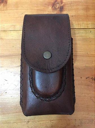 Capa de celular com bainha de canivete marrom