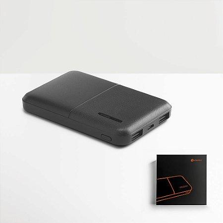 A CROWD é uma bateria portátil em ABS de design elegante e inovador pensada de forma a ser um objeto intuititivo e facilitador no dia-a-dia Capacidade: 5 000 mAh Fornecida em caixa presente