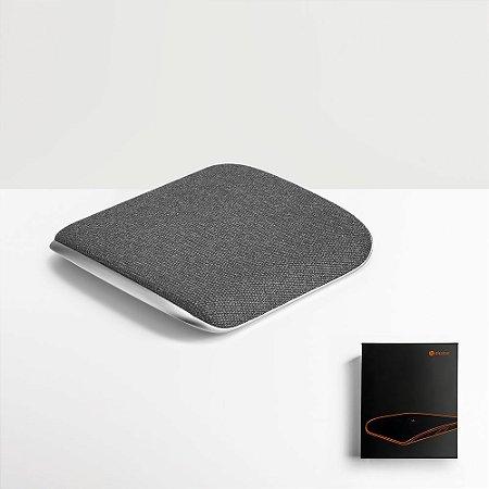 O HORDE é um Carregador Wireless que funde liga de zinco e tecido num cruzamento perfeito que culmina num objeto de design elegante e sofisticado