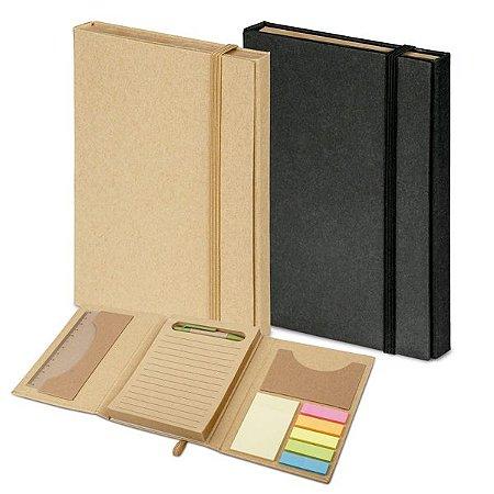 SP 93792 - Kit p/ Escritório c/ caderno (80 folhas pautadas em papel reciclado), 6 blocos adesivados (25 folhas cada), 1 régua de 12 cm, 1 esferográfica em papel kraft e suporte para cartões de visita. 110 x 153 mm