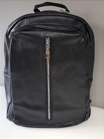 mochila preta de couro ecológico
