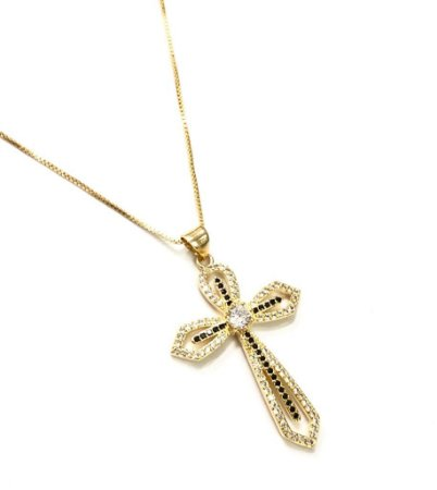 Gargantilha folheada a ouro com pingente  cruz cravejado de zirconia