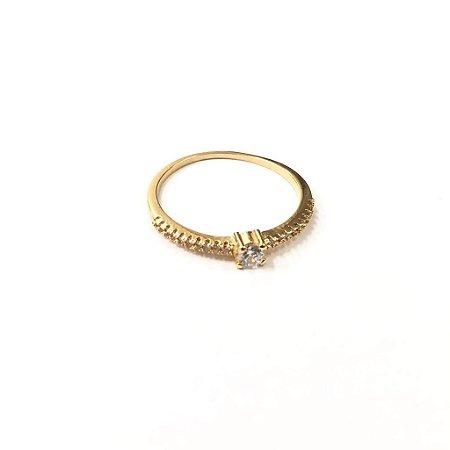 Anel Folheado a Ouro com Pedras de Zirconia Cravadas