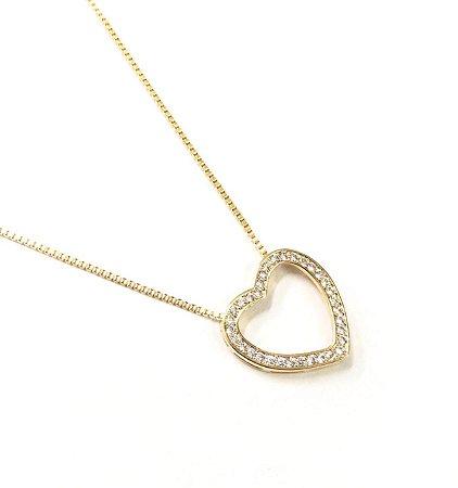 Gargantilha  folheada a ouro com pingente de coracao cravejado de zirconia