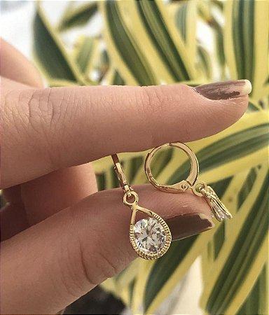 Brinco de argola folheado a ouro com pingente de zircônia