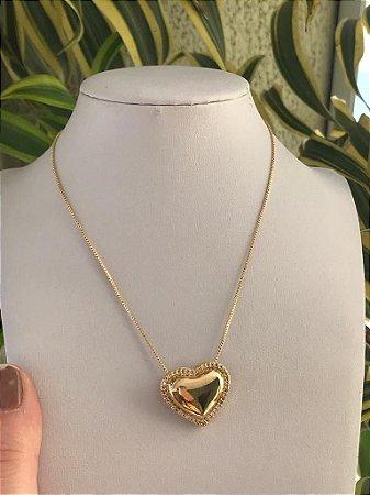 Gargantilha folheada a ouro com pingente de coração cravejado com zircônia
