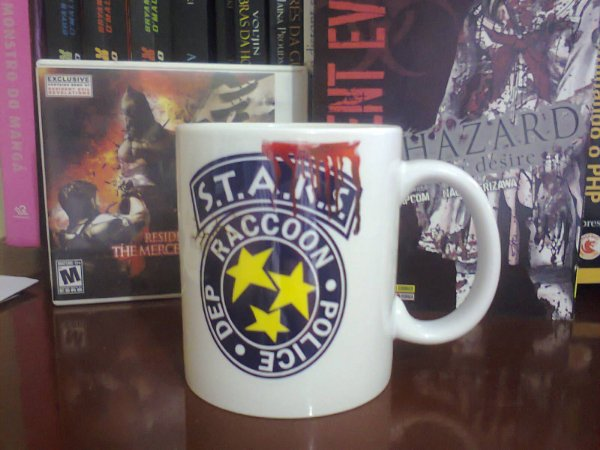 Caneca Resident Evil S.T.A.R.S. RPD - 350ml