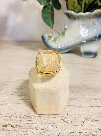 Anel vintage dourado com quartzo