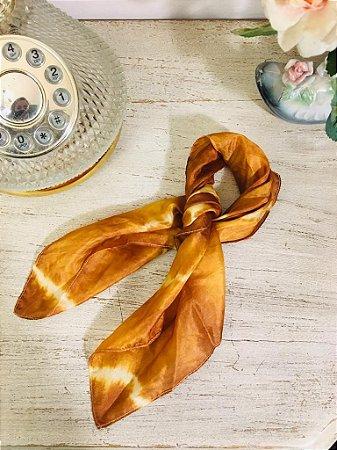 Lenço de seda tie dye mostarda