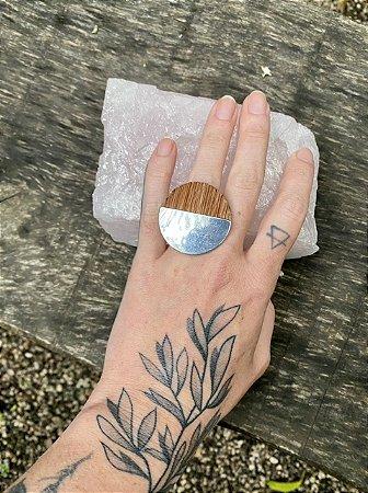 Anel casca de árvore e aço redondo