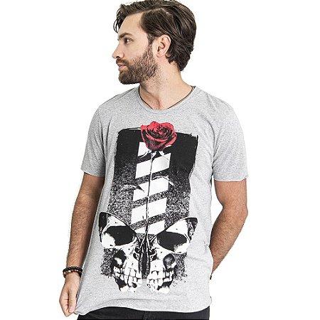 """Camiseta Skuller """"Skull Roses"""" - Mescla Claro"""