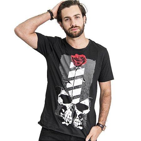 "Camiseta Skuller ""Skull Roses"" - Preta"