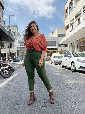 Calça Montaria com Faixa Lateral Plus Size Verde Militar