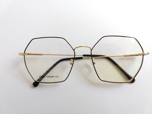 60f79831f Óculos Para Grau Metal Hexagonal Preto com Dourado Gata Mia - Óculos ...