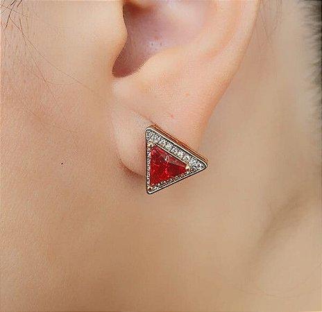 Brinco Triângulo Cravejado Pedra Vermelha