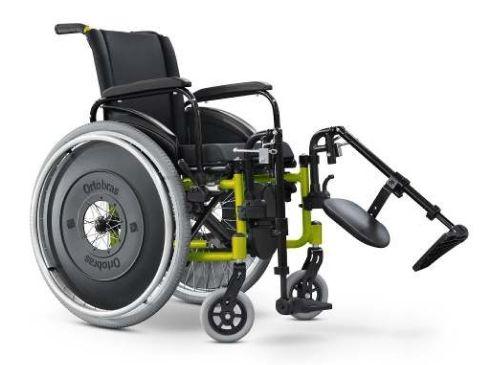 Cadeira de Rodas AVD c/ Apoio de Pés Eleváveis
