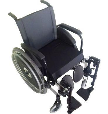 Cadeira de Rodas AVD PRETO - 44CM - Com Apoio de Pés Eleváveis