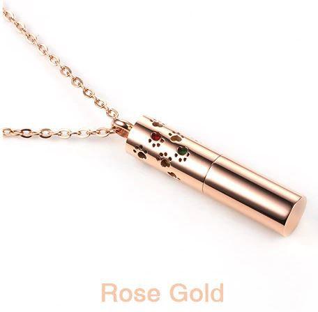 Colar Aromático de Aço Inox - CILINDRO GOLD ROSÉ - Detalhe Patinhas