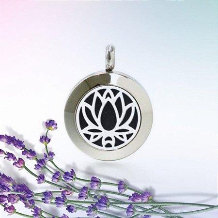 Colar Aromático de Aço - Flor de Lotus - Prata - 25mm (Tamanho M)
