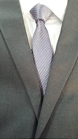 gravata cinza detalhada