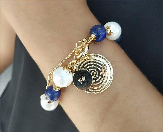 Pulseira Pérola Shell Jade Azul Medalha Pai Nosso Banho Ouro
